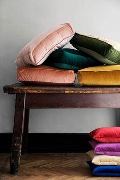 :: velvet cushions ::