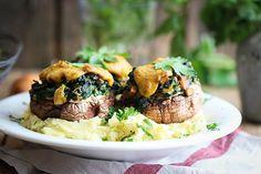 Überbackene Ofenpilze mit Spinatfüllung auf Kartoffelstampf http://www.veggi.es/ofenpilze-mit-spinatfullung-auf-kartoffelstampf/
