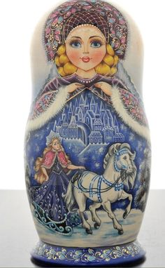 Russian dolls intrigue you? More than simple decorative objects, they symbolize Russia. So do not hesitate to discover our entire collection ofmatryoshka. Matryoshka Doll, Kokeshi Dolls, Art Populaire Russe, Folklore Russe, Russian Folk Art, Bear Doll, Wooden Dolls, Doll Toys, Art Dolls