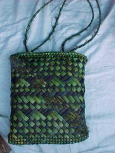 Woven Bags, Woven Baskets, Flax Weaving, Basket Weaving, New Zealand Flax, Maori Designs, Bamboo Art, Maori Art, Kiwiana