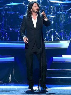 VIDEO: Dave Grohl Brings Down the House at Lionel Richie Tribute with Special Performance of 'You Are' http://www.people.com/people/package/article/0,,20983758_20987111,00.html