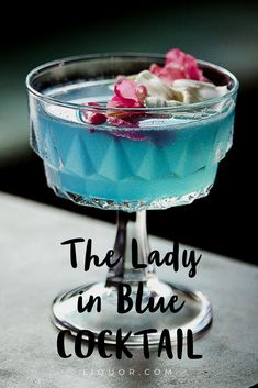 This blue tasty #cocktail is #floral perfection and just what you've been looking for to serve on Valentine's Day. #cocktailrecipes