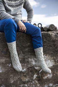 Stig-palmikkosukat Novita 7 Veljestä Knitting Socks, Leg Warmers, Knee Boots, Knit Crochet, Legs, Shoes, Winter, Fashion, Knit Socks