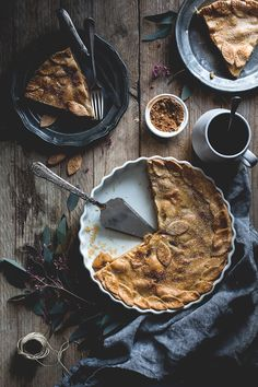 Apple and quince pie - apple pie Rustic Food Photography, Food Photography Styling, Food Styling, Western Photography, Photography Composition, Perspective Photography, Time Photography, Photography Studios, Photography Lighting
