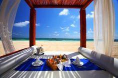 Romantic picnic ideas - picnic at the beach.jpg