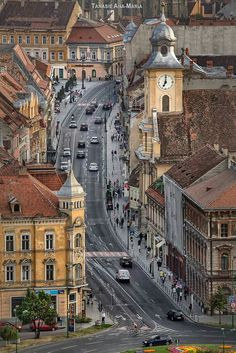 Brașov, one of the most beautiful cities in Romania 🇷🇴️ Places Around The World, The Places Youll Go, Places To See, Around The Worlds, Wonderful Places, Beautiful Places, Bósnia E Herzegovina, Brasov Romania, Bucharest Romania