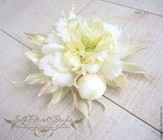 Купить СКИДКА 30% Цветы из ткани. Цветы из шелка. Брошь пион Дюшес