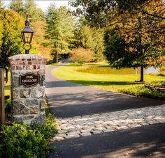 Best house exterior brick and stone driveways 22 Ideas Driveway Entrance Landscaping, Brick Driveway, Driveway Design, Garden Landscaping, Driveway Gate, Stone Pillars, Brick And Stone, Driveway Lighting, Traditional Landscape