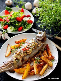 pstrąg z piekarnika , ryba pieczona , z grzybami , pieczone ziemniaki