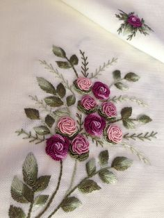 Ribbon Embroidery Tutorial, Basic Embroidery Stitches, Hand Embroidery Videos, Embroidery Flowers Pattern, Embroidery Works, Flower Embroidery Designs, Silk Ribbon Embroidery, Embroidery Kits, Creative Ideas