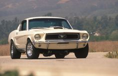 Muscle cars: 20 that made history - 1968 Ford Mustang Cobra Jet Mustang Cobra Jet, 1968 Mustang, Ford Mustang Shelby Gt500, Mustang Cars, Ford Shelby, Ac Cobra, Porsche 911 993, Datsun 240z, Nissan 370z