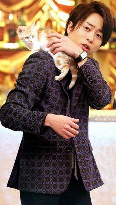 Sakurai Sho and a kitten.
