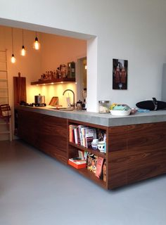 Kitchen made of walnut wood with a concrete worktop.