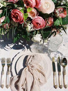 romantic wedding inspiration - photo by Simply Sarah Photography http://ruffledblog.com/swan-house-spring-wedding-inspiration