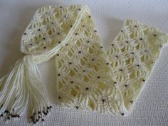 crocheting with beads - Bing Images Someone pinned this image... I can't find any instructions for it, but I think it's sooo beautiful! Maybe someday I'll figure it out :)