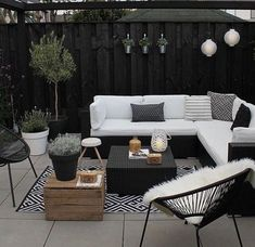 Garten & Outdoor Dekor 21 Bohemian Garden Decoration Ideas - Patios and covers - # Bohemian Outdoor Rooms, Outdoor Furniture Sets, White Patio Furniture, Backyard Furniture, Patio Ideas For Small Spaces, Patio Area Ideas, Private Patio Ideas, Patio Oasis Ideas, Narrow Patio Ideas