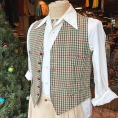 Sometimes we get so caught up in the pretty dresses we forget to share all the great menswear we have too! This fella is all ready for some holiday festivities!  40s Ivory Gabardine Dress Shirt | M $40 as is 60s Plaid Wool Vest | M $34  #luckydrygoods #vintagemenswear #mensvintage #plaid #shopvintage #holidaystyle #gabardine #truevintage #mensfashion
