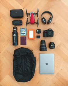 VEER 18 The first Packable Backpack with Inflatable Back Panel and Camera Protection! Dslr Photography Tips, Flat Lay Photography, Photography Equipment, Photography And Videography, Professional Photography, Underwater Photography, Family Photography, Street Photography, Landscape Photography