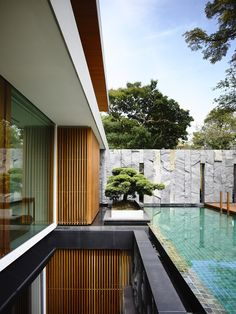 House by ONG&ONG Pool / outdoor design / plants Villa Luxury, Luxury Life, Exterior Design, Interior And Exterior, Outdoor Spaces, Outdoor Living, Photo D'architecture, Pool Designs, Interior Architecture