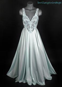 beautiful Tiffany blue vintage Olga full length nightgown