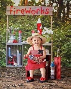 10 Adorable of July Photo Shoot Ideas Next to Christmas, of July is my FAVORITE holiday! I'm planning on doing a red, white, and blue photo shoot for my kids–DIY back drop and all. I was able to find great inspiration and I wanted to share it here.