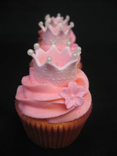 Crown Cupcake | Princess crown cupcakes with pink buttercrea… | Flickr