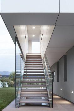 Escada aberta e visivel p sala projecao