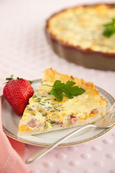Not many quiches are gluten free but this one is! This ham and cheddar quiche has a hash brown crust. It also has green onions to boost its flavor. Enjoy this quiche for brunch with a side of fresh fruit and mimosas. Breakfast Desayunos, Breakfast Dishes, Breakfast Recipes, Breakfast Casserole, Breakfast Items, Quiche Recipes, Brunch Recipes, Dinner Recipes, Quiches