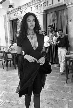 ITALY, Puglia Martinafranca: Maria Grazia CUCINOTTA for Lavazza's calendar. © Ferdinando Scianna/Magnum Photos 1995