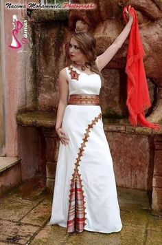 robe kabyle .Algérie                                                                                                                                                                                 Plus