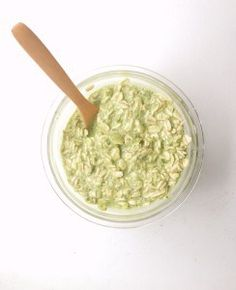 We are ALL looking for ways to eat Matcha (besides a latte) so here are some DELISH Vanilla Matcha Overnight Oats