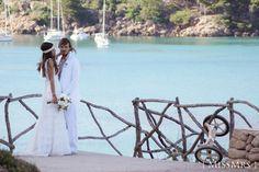 #labodadeXD Boda. Menorca. Playa. Mar. Novia. Novio. Cymbeline. Hugo Boss. Traje blanco. Wedding. Beach. Sea. Bride. Groom. White suit.