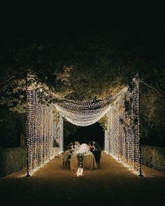 Canopies of string lights at weddings are taking over Instagram by storm and it's no wonder why it's such a beloved lighting style. We're so inspired by this wedding lighting trend that we're convinced everyone should have one of these installations in their patios this summer. #twinklelightsdecor #fairylightsdecor #weddinglighting Wedding Reception Lighting, Backyard Wedding Lighting, Wedding Venue Decorations, Event Lighting, Light Wedding, Aisle Decorations, Wedding String Lights, Outdoor Wedding Lights, Starry String Lights