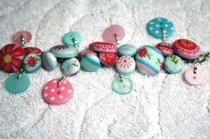 tutorial button charm bracelet-use old buttons to make it really special