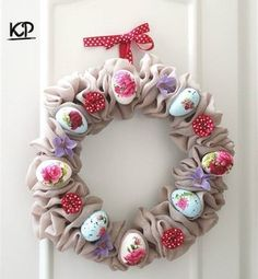 Beautiful Easter wreath – www. Easter Projects, Easter Crafts, Easter Ideas, Summer Wreath, 4th Of July Wreath, Easter Wreaths, Christmas Wreaths, Diy Ostern, Diy Wreath