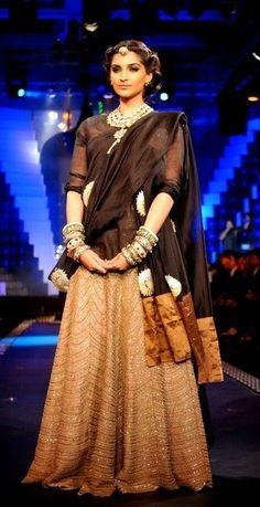 Sonam Kapoor in 'Anamika Khanna' outfit at IIJW 2012# lehenga fabric. http://pinterestwomenfashionblog.blogspot.com/