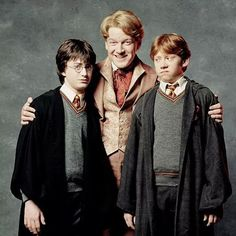 Harry Potter and Ron Weasley, here with Gilderoy Lockhart (Defense Against The Dark Arts Professor Mundo Harry Potter, Harry James Potter, Harry Potter Jokes, Harry Potter Cast, Harry Potter Universal, Gina Weasley, No Muggles, Yer A Wizard Harry, Harry Potter Collection