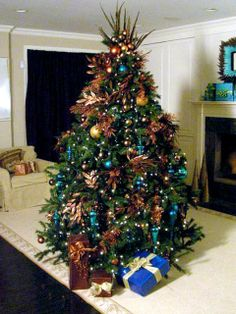 Blue + white + brown Christmas tree #inspiration