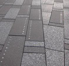 Pedestrianização da Times Square - discos de aço que refletem neon das telas de publicidade