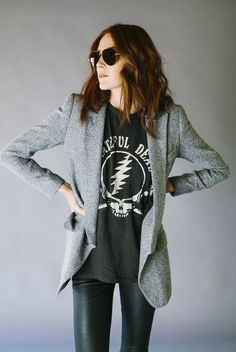 In this ultimate guide to styling graphic tees for women, we show you how to create stylish, fun, and sophisticated outfits around graphic tees! Band Shirt Outfits, Graphic Tee Outfits, Rock Outfits, Blazer Outfits, Casual Outfits, Cute Outfits, Graphic Tees, Graphic Tee Style, Casual Jeans