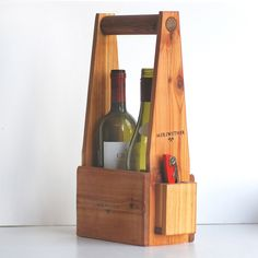 Handcrafted Two Bottle Wine Carrier. Cute for wine party on back deck Wood Projects, Woodworking Projects, Teds Woodworking, Wine Caddy, Wine Tote, Wine Carrier, Bottle Carrier, In Vino Veritas, Wine Bottle Crafts