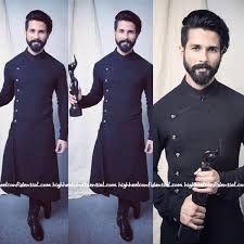 "Image result for 'Shahid Kapoor"" AND ""Jio Filmfare Awards"" Gents Kurta Design, Kurta Design For Men, Men Design, Mens Traditional Wear, Indian Groom Wear, Mens Indian Wear, Kurta Men, Kurta Style, Best Mens Fashion"