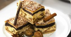 Fotorecept: Vianočný koláč štedrák - dôkladná príprava krok za krokom. Recept patrí medzi tie najobľúbenejšie. Celý postup nájdete na online kuchárke RECEPTY.sk. Tiramisu, French Toast, Breakfast, Ethnic Recipes, Food, Basket, Breakfast Cafe, Essen, Tiramisu Cake
