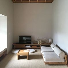 Ideas Bedroom Minimalist Room Inspiration For 2019 Japanese Interior Design, Decor Interior Design, Room Interior, Minimalist Home Interior, Minimalist Room, Minimalist Home Design, Japanese Living Room Decor, Hotel Room Design, Wabi Sabi