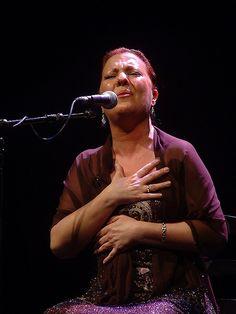 Carmen Linares.PinIt : Anónimo de Piedra. Cantaora flamenco española n.en 1951 en Linares (Jaén)