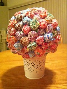 Make a Lollipop Tree!  Great Teacher Gift for beginning of school year.  A kid friendly craft to make as a gift!