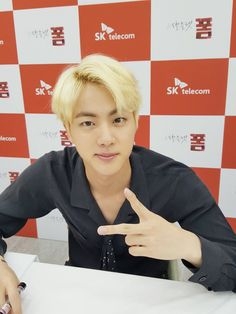 Jin ❤ #BTS #방탄소년단 At the SKTxBTS fansign event.