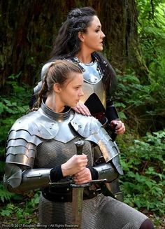 Girl with a Weapon ebony women gun clips Military girl . Women in the military . Women with guns . Girls with weapons Female Armor, Female Knight, Lady Knight, Armadura Medieval, Medieval Armor, Medieval Fantasy, Medieval Costume, Caballero Andante, Knight Armor