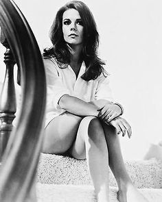 NATALIE_WOOD_POSTER_ON_STAIRS_24X36.jpg (320×400)