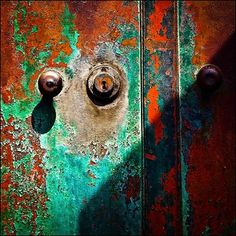 Beautiful natural verdigris & rust inspiration on a door to an abandoned building | Photographed by Tom McLaughlan | Modern Masters Cafe blog